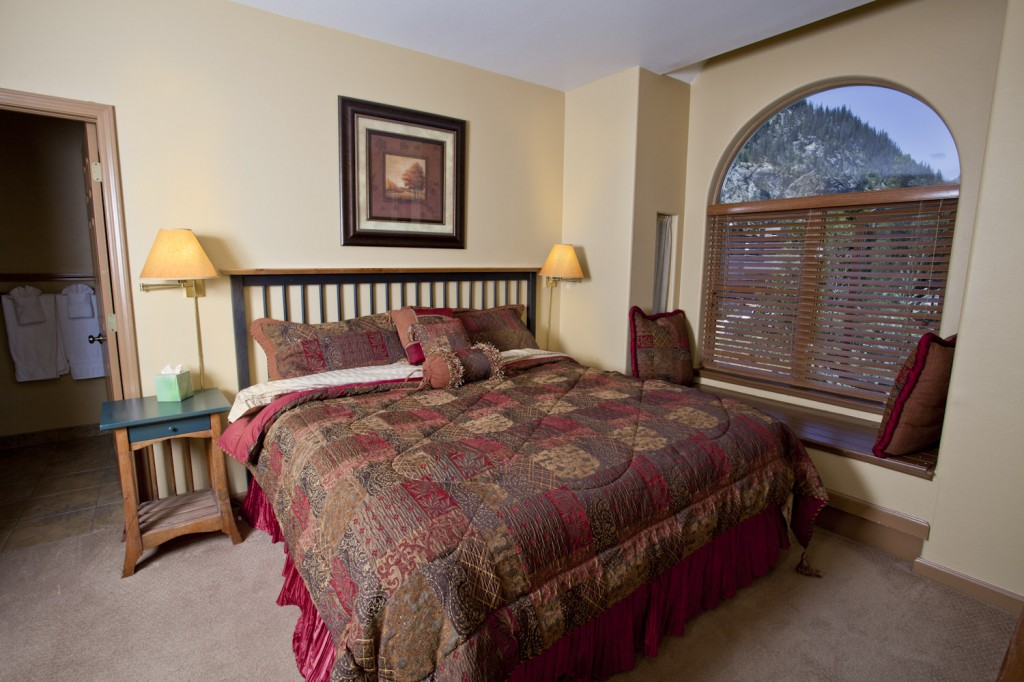 The Inn boasts a light, spacious interior with fifteen guest-rooms.